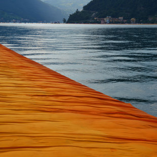 Christo projekts The Floating Piers uz Iseo ezera